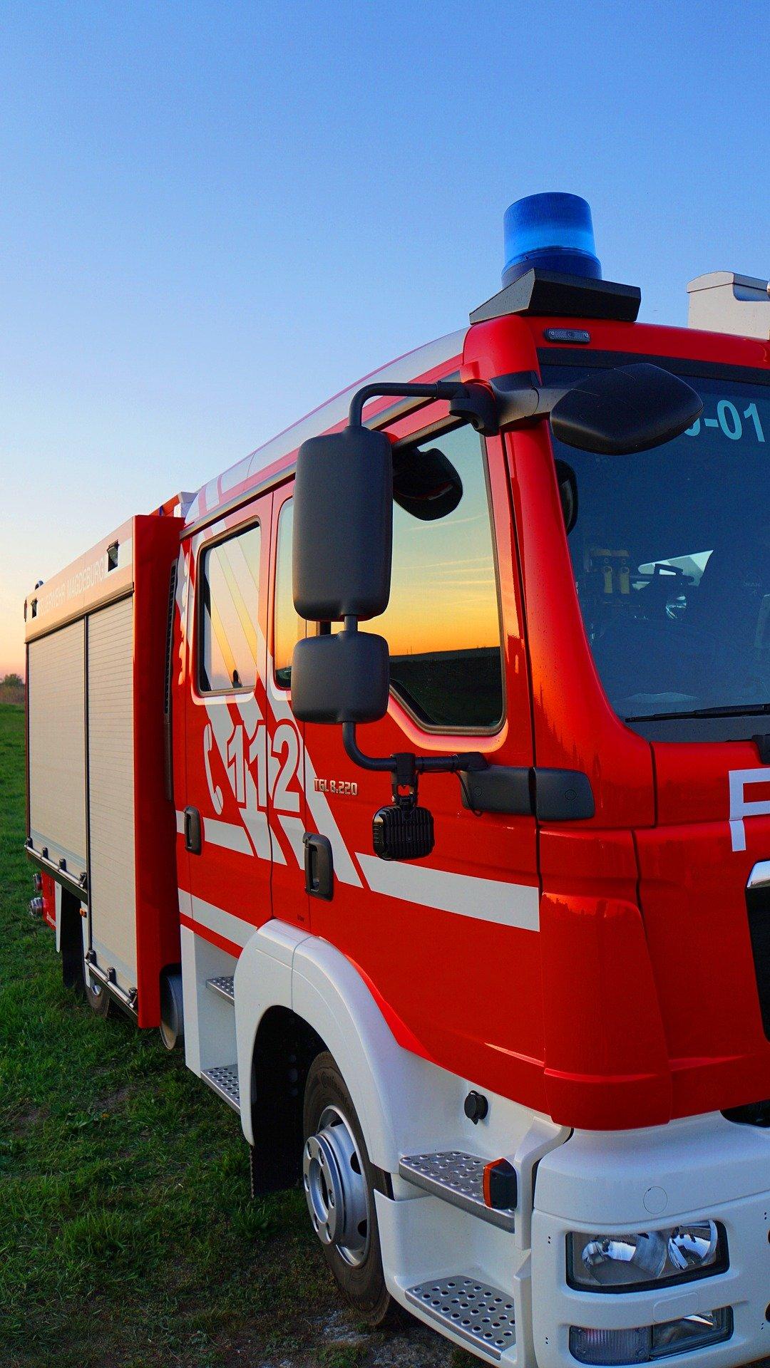 fire-truck-4150438_1920